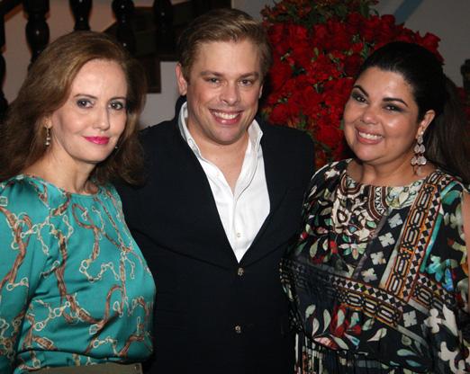 Bruno entre Letícia Dorneles e Fabiana Karla