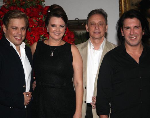 Os anfitriões Bruno e André com Luiz Bandeira e Mara Pagani