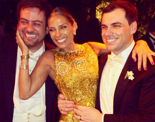 Adriane Galisteu com os noivos