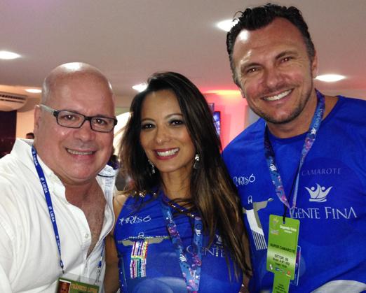 Eder Meneghine com Marcia Romão e Quentin Lewis, no camarote Gente Fina