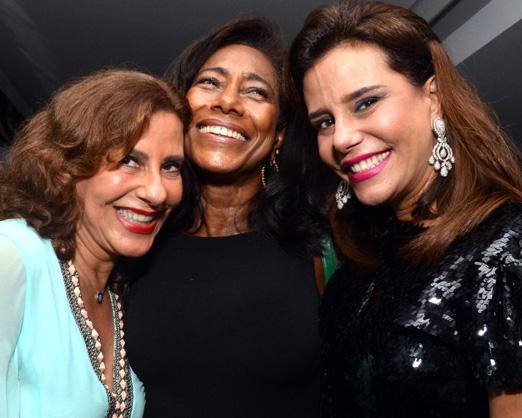 Glória Maria entre as irmãs Alice e Narcisa Tamborindeguy