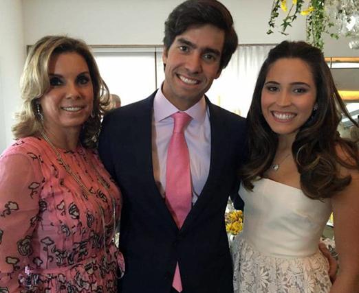 Tania Pereira com os noivos