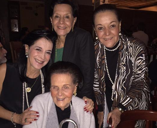 Vera Rudge com as filhas Monica, Lia e Bia