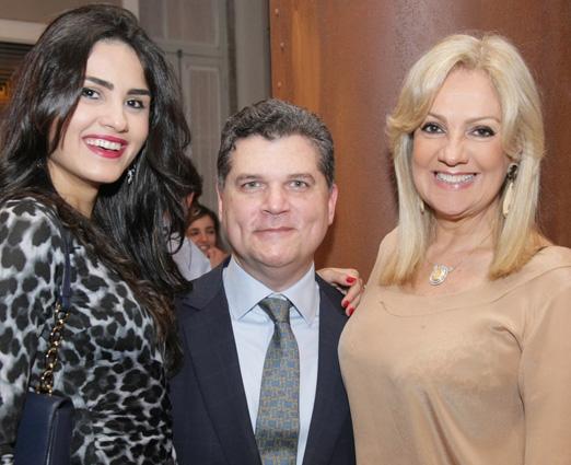 O casal Thamires Moura e Bob Azevedo com Alda Soares