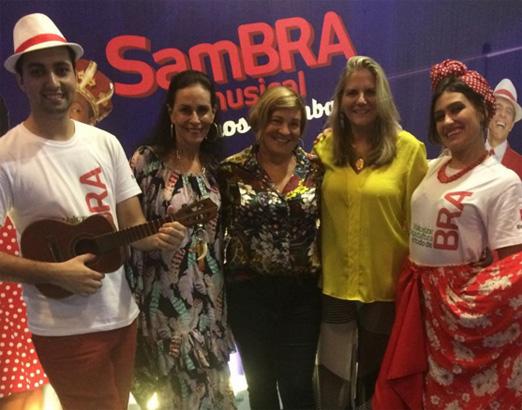 Beth Pinto Guimarães, Heliane Lastres e Maninha Barbosa com dançarinos