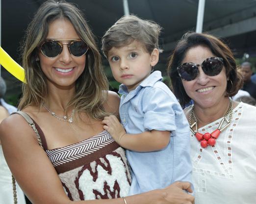 Flávia Sampaio com o filho Bauer e a mãe Lucia