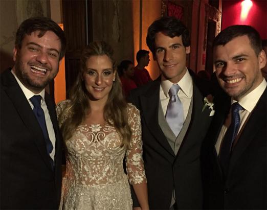Bruno Astuto e Sandro Barros com os noivos