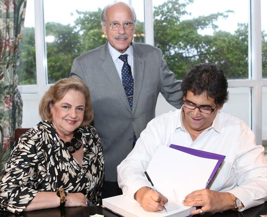 O casal Cristina e Claudio Aboim com Antonio Neves da Rocha