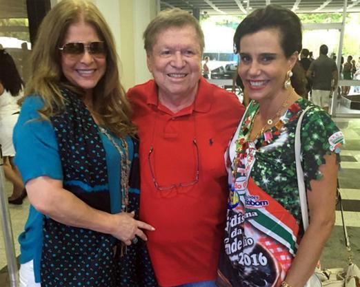 O casal Boni e Lou de Oliveira com Narcisa Tamborindeguy