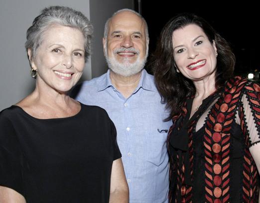 Edson Paes Mello entre Irene Ravache e Erika Galhardi