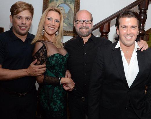 O casal Isabela e Luiz Felipe Francisco com os anfitriões Bruno Chateaubriand e André Ramos