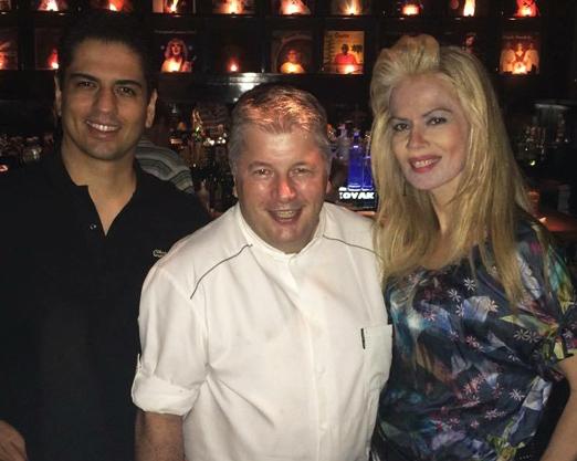 O casal Rodrigo Raposo e Giovanna Priolli com o chef Pierre Landry