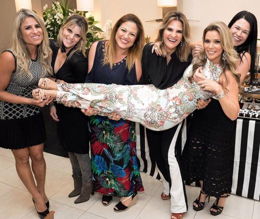 Karina Nigri com Ana Paula Barbosa, Michelle Molon, Bianca Bloise, Adriana Indelli e Rosa Leal