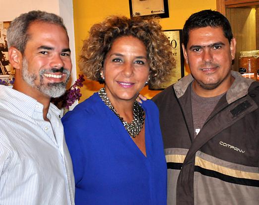 Sandra entre Rodrigo Brites e Léo Pinheiro
