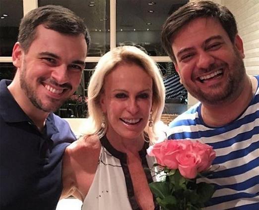 Ana Maria entre Sandro Barros e Bruno Astuto