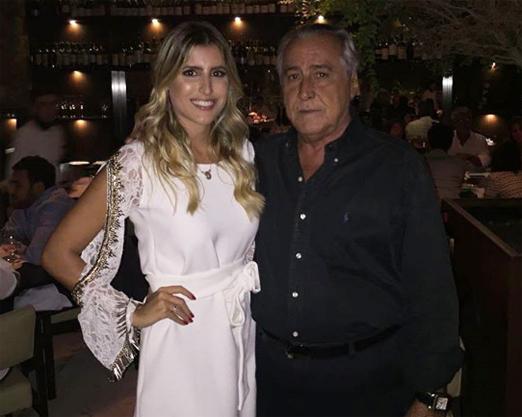 A linda it girl com o paizão Leleco Barbosa