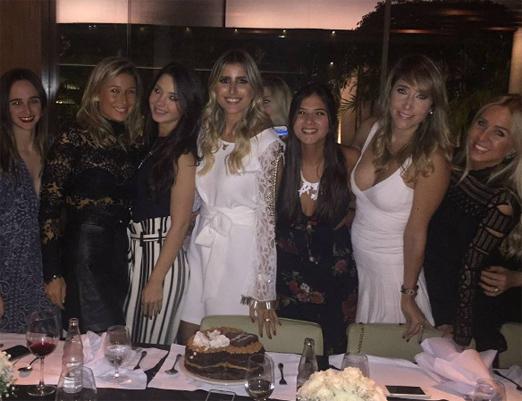 Dandynha Barbosa e amigas