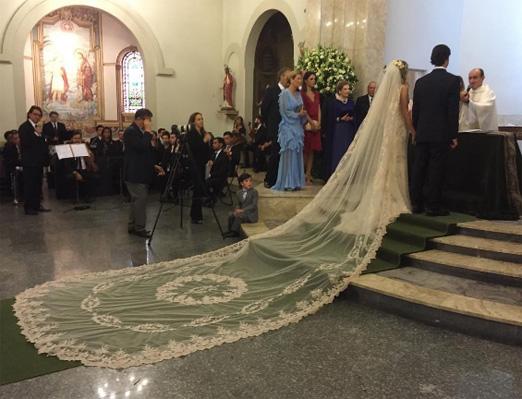 Os noivos no altar
