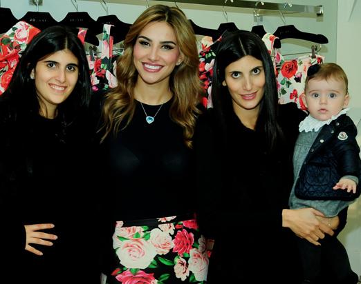 Adriana Caruso com as irmãs Sofia e Duda e a pequena Georgina