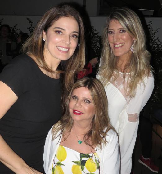 Cecilia Rascovschi entre as irmãs Vanessa e Alessandra de Oliveira
