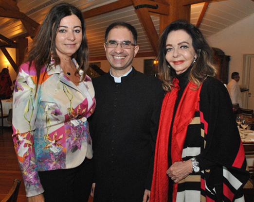 Hosana Pereira, padre Marcos Belizário e Vera Loyola