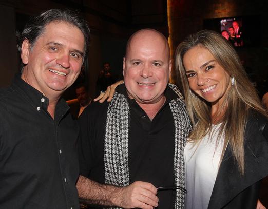 Eder Meneghine com o casal Luiz e Carol Rajão