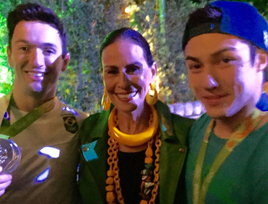 Beth Pinto Guimarães com os meninos