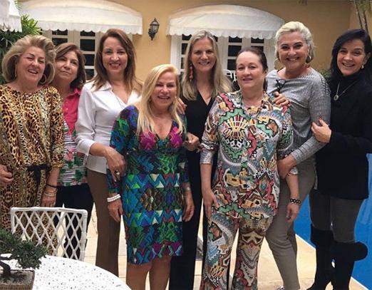 Silvia Miranda com Maninha Barbosa e amigas