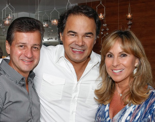Vinicius Roseira com o casal Octavio e Andrea Rudge