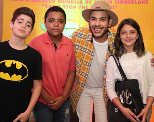 Hugo Gloss com Eduardo, Andrey e Luiza, integrantes do Masterchef Jr