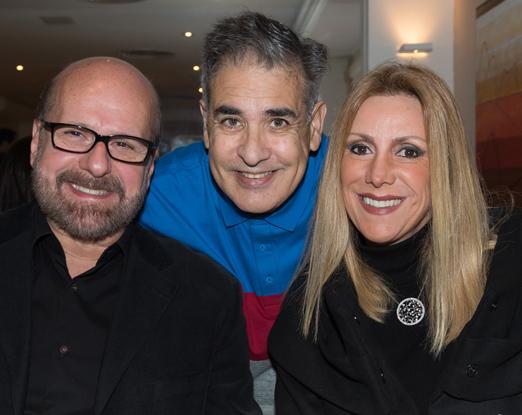 O aniversariante com o casal Luiz Felipe e Isabela Francisco