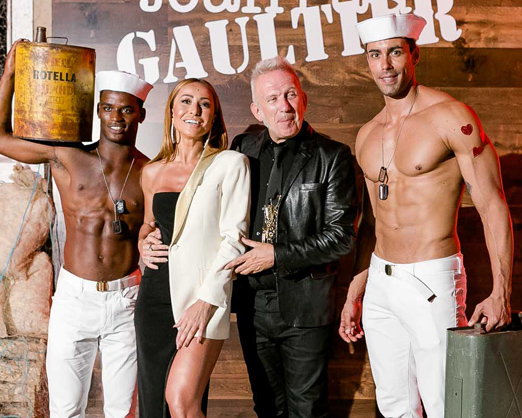 Sabrina Sato e Jean Paul Gaultier entre modelos saradões