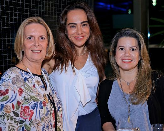 Cassia Linhares entre Marisa Bussiere e Karina Belfort