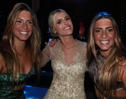 Dandynha com as irmãs Bia e Branca Feres