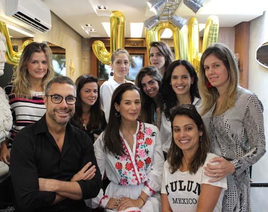Joana entre Fernando Torquatto e amigas