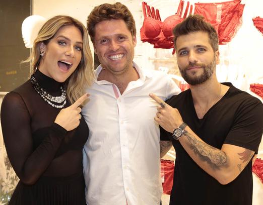 Alvaro Gutierrez entre Bruno Gagliasso e Giovanna Ewbank