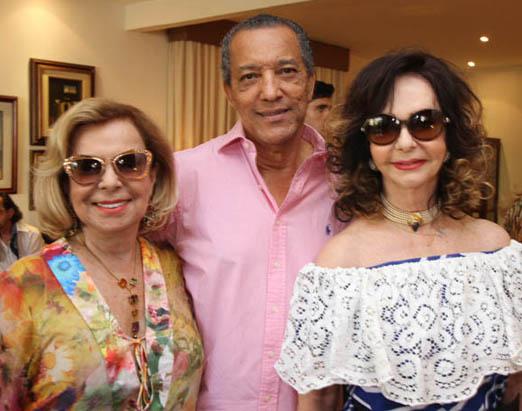 Amaro Leandro Barbosa entre Rachel Gusmão e Vera Loyola