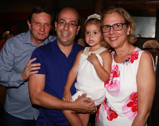 O casal Crivella com Rafaela e Rafael Alves