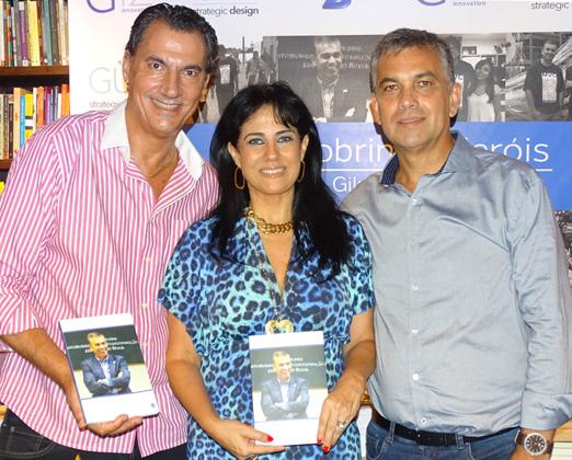 O casal Tatiane Giuliani e Julio Agra com Gilmar Lima