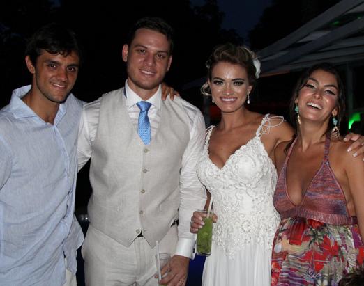 Os noivos entre Felipe Simas e Mariana Uhlmann