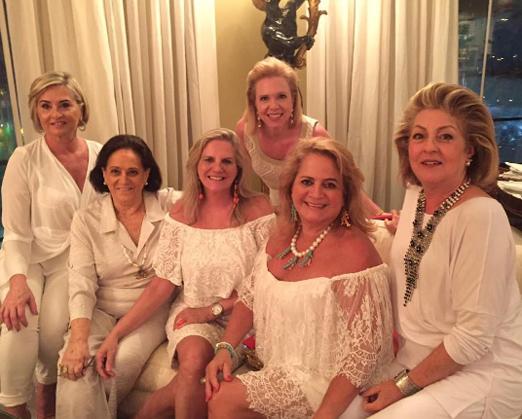 Paula Almeida, Belita Tamoyo, Maninha Barbosa, Della Pompeu, Renata Fraga e Margareth Padilha na festa do casal Serpa, na Av. Atlântica