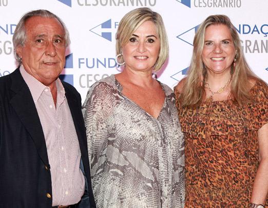 Paula Almeida entre o casal Leleco e Maninha Barbosa