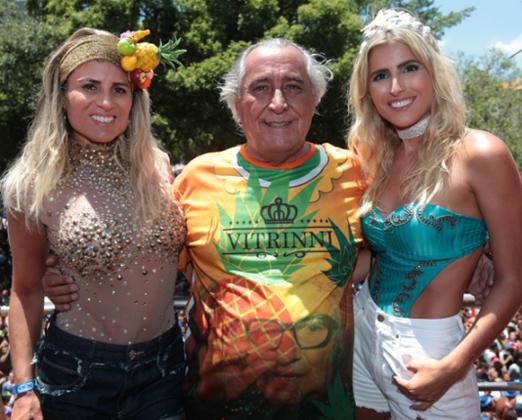 Leleco Barbosa entre as filhas Ana Paula e Dandynha