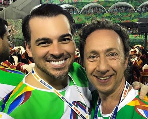 Quem/O Globo - Sandro Barros e o apresentador francês Stéphane Bern