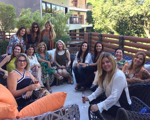 Ana Cecilia e Maria Clara com as amigas