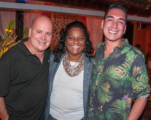 Os anfitriões Eder Meneghine e Hugo Oliveira com Nilcemar Nogueira