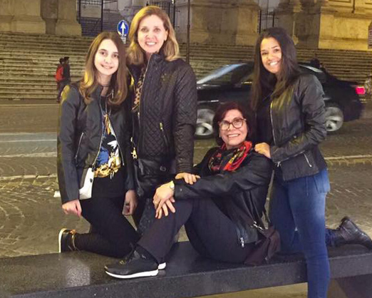 Kátia, Suzi e filhas Sofia e e Catherine
