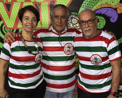 Leleco Barbosa entre Marcia e Renato Lage