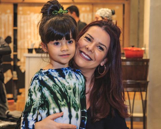 Fernanda Souza com a sobrinha Isabeli
