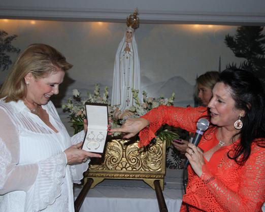 Glória Severiano Ribeiro com a irmã Clara Magalhães